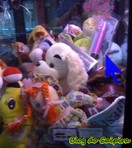 máquina de brinquedo em shopping