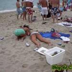 bêbada na praia