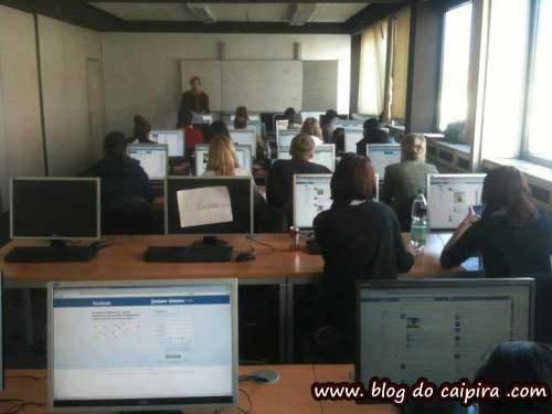 estudantes em sala de estudo