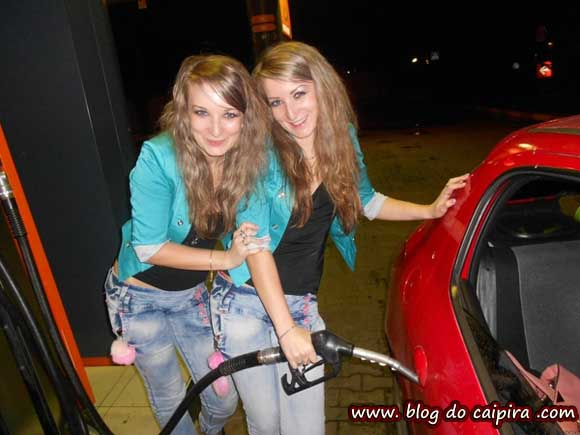 foto no posto de gasolina