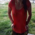 camiseta vermelha molhada