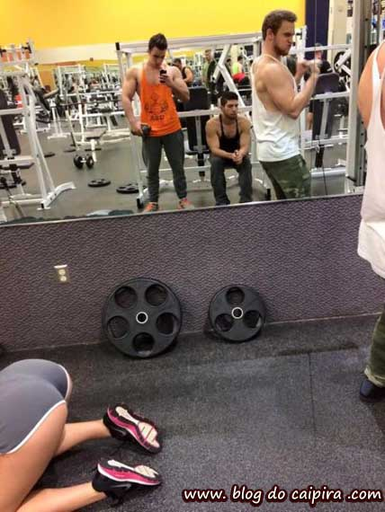 selfie no espelho da academia